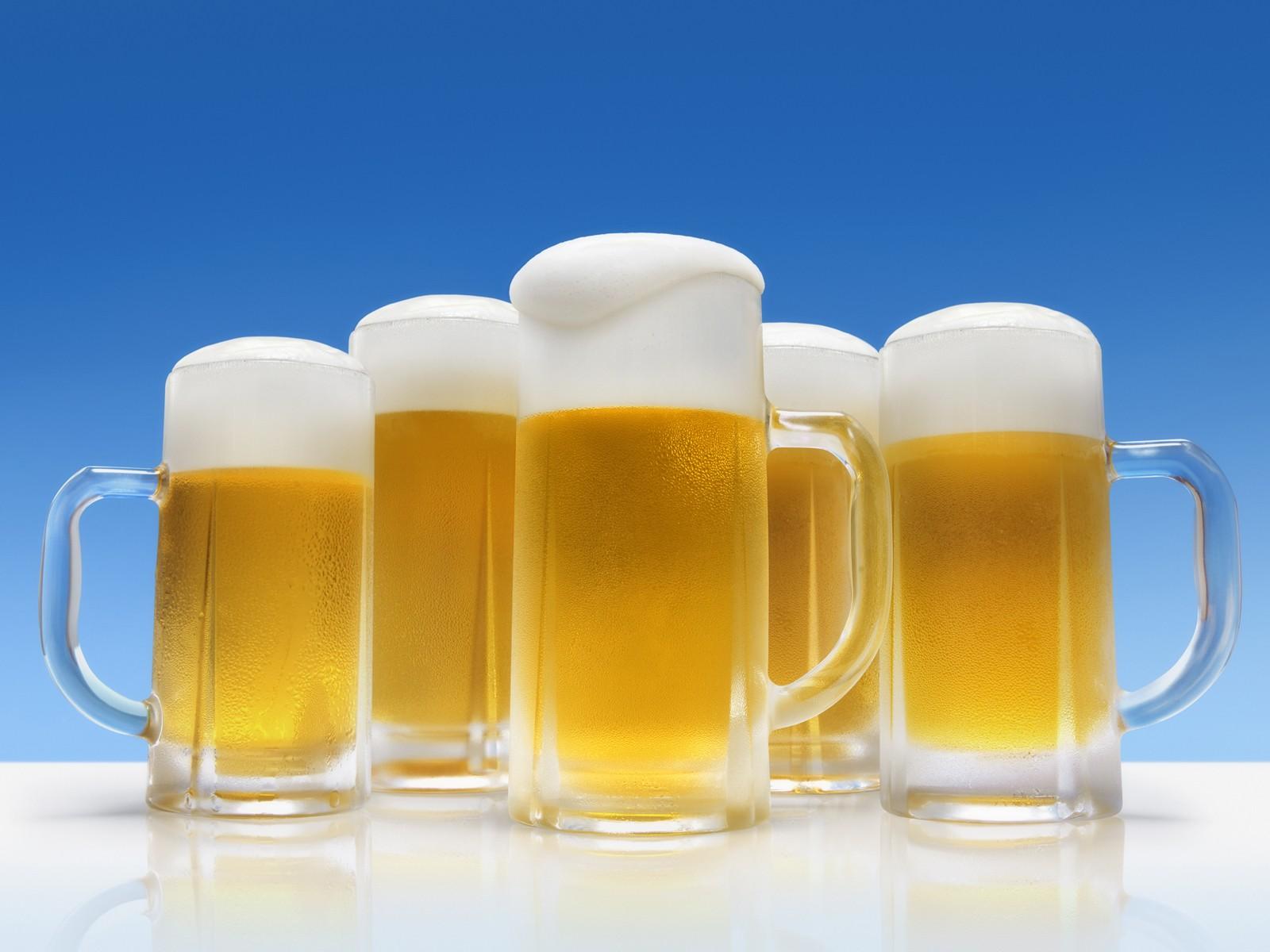 jw001 350a five glasses of foamy beer16001200